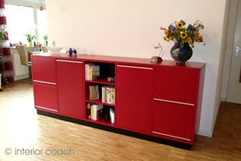 rubinroter medienkubus interior coach brigitte peter innenarchitektur interior design. Black Bedroom Furniture Sets. Home Design Ideas