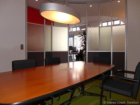 Interior Coach Frankfurt plant und baut AXA Büro um. Konferenzraum Innenansicht.