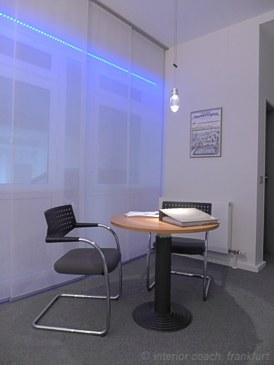 Interior Coach Frankfurt plant und baut AXA Büro um. Besprechungsplatz