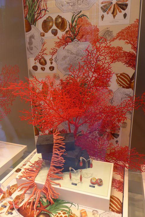 Farben des sommers schmuck und stoff aus dem meer for Schaufensterdekoration schmuck